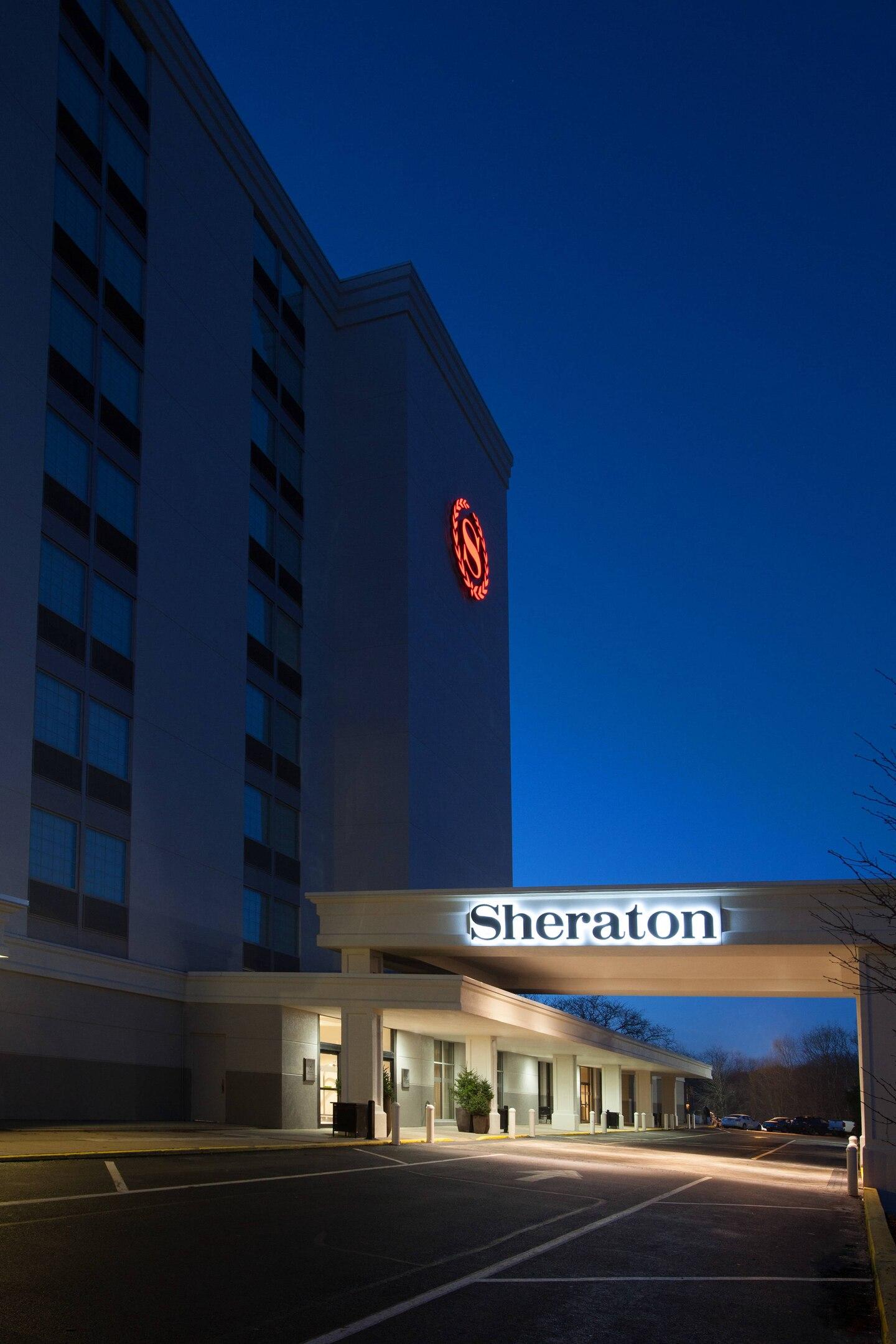 Sheraton Pitt Ext Night