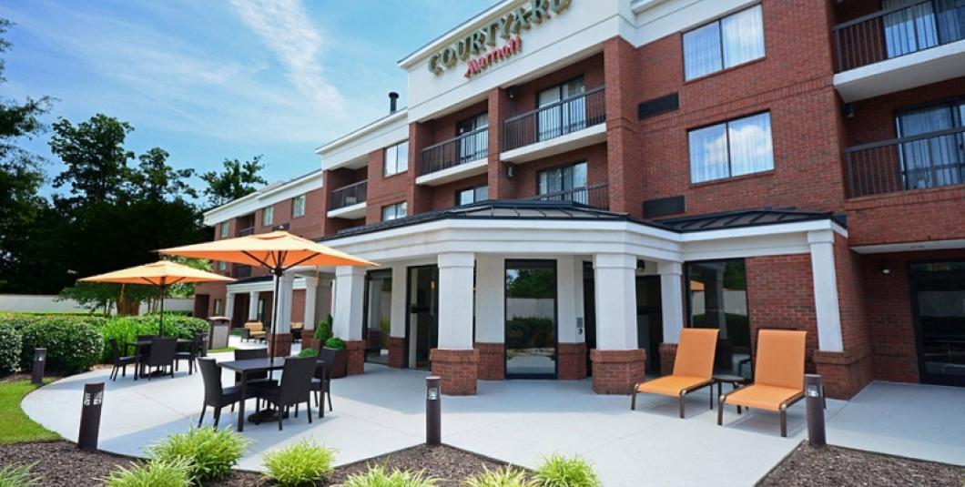 Courtyard Newport News Yorktown Hotel Exterior
