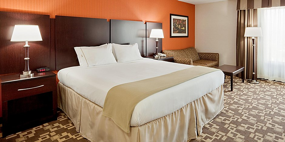 Holiday Inn Express Wilkes Barre King Room